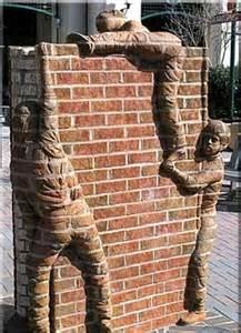 Dinding rumah pakai batu alam hanyalah bagian dari finishing. Tapi dinding batu bata selain sebagai bahan bangunan juga bisa digunakan sebagai hiasan asal cara pembuatan dan pengerjaannya tepat.
