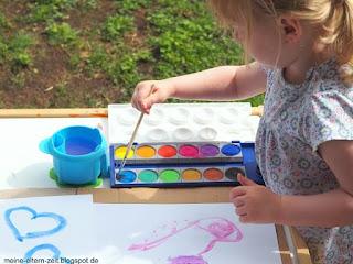 Kleinkindbespaßung mit Farbmalkasten