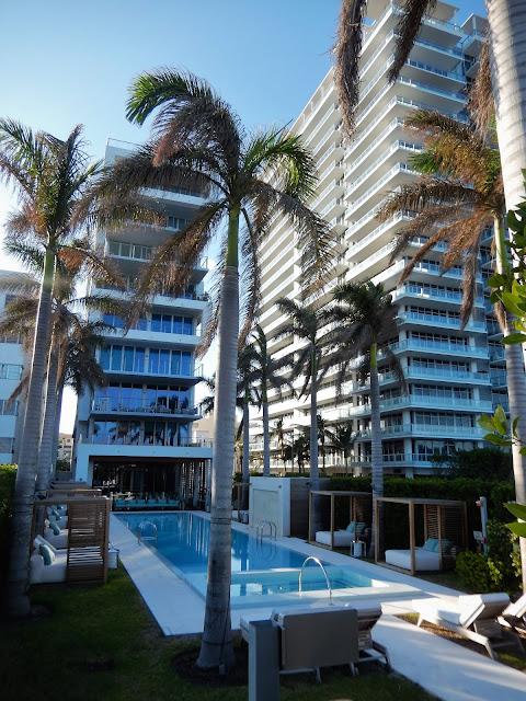 Edificios de diseño en el paseo marítimo de Miami Beach
