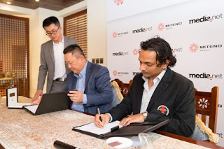 Deal Signing Ceremony in Dubai — Div Turakhia (right) and Zhang Zhiyong (left)