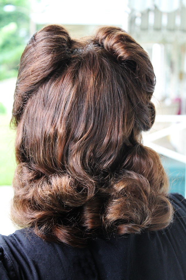 vintage victory roll and pin curls hair tutorial Va-Voom Vintage blog