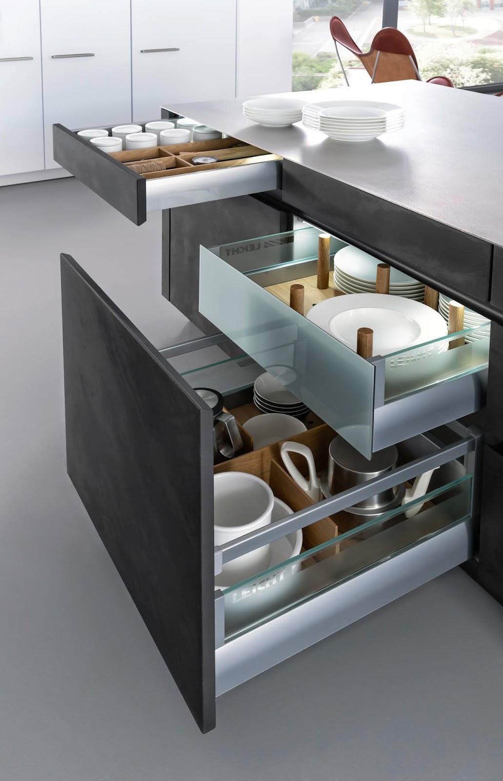 Wysuwane duże szuflady w kuchni