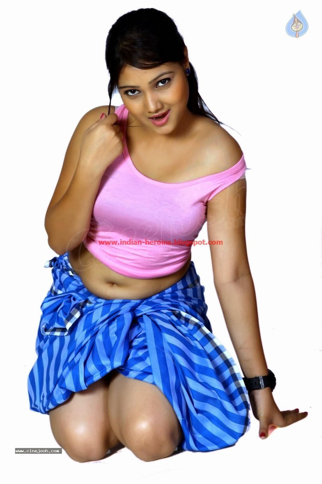Telugu Tv Actress Priyanka Hot Navel And Boobs Showing -1189