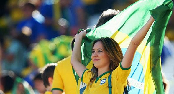 Bukti Bahwa Brasil Punya Suporter Cantik Nan Seksih