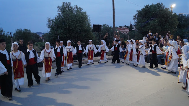 Με κέφι, τραγούδι και χορό , γιόρτασαν στη Παλλήνη, την ανακομιδή λειψάνων του Αγ. Νικολάου Κάντζας ο Εξωραϊστικός και πολιτιστικός σύλλογος ''Άγιος Νικόλαος''. (ΔΕΙΤΕ ΦΩΤΟ)