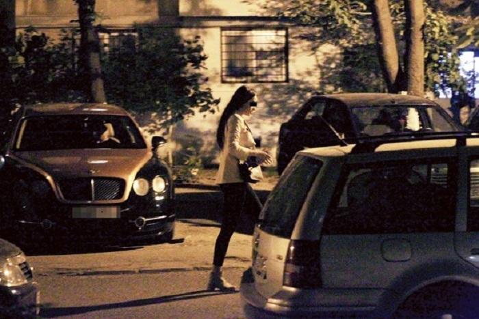 După clipele de romantism, şatena coboară şi se îndreaptă spre casă