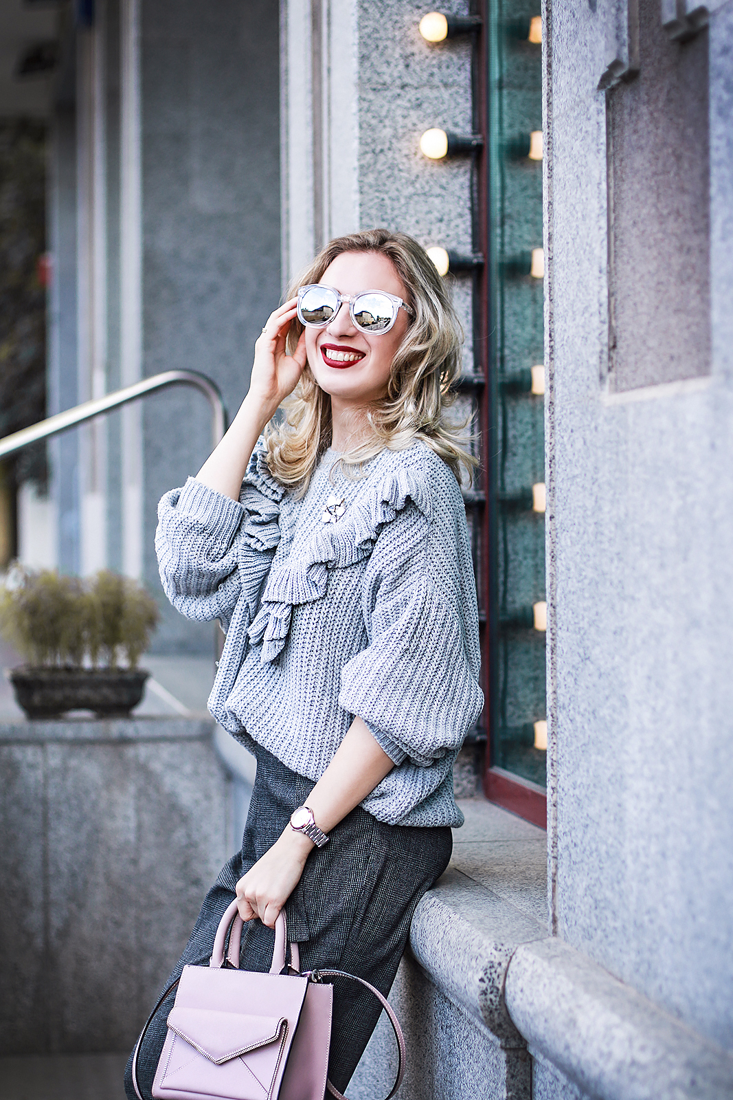 margarita_maslova_ritalifestyle_silver_shoes_cozy_ruffles_sweater_grey_pants_streetstyle_moscow_russian_fashion_blogger6