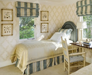 Decorating A Small Bedroom Ideas 1