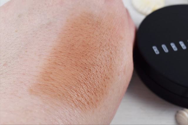 Bobbi Brown Bronzing Powder in Elvis Duran Swatch