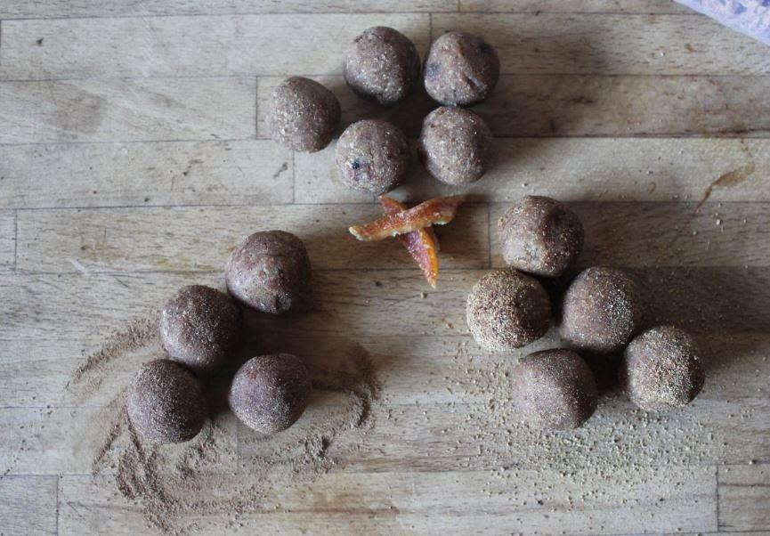 https://cuillereetsaladier.blogspot.com/2014/06/petites-boules-denergie-au-souchet.html
