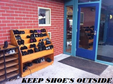 जूते-चप्पल-घर- के-बाहर-ही-रखें-image