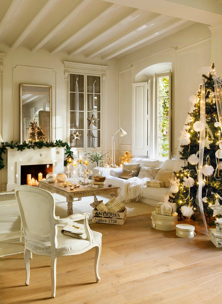Romantic white French Christmas decorated room #FrenchChristmas #ParisChristmas