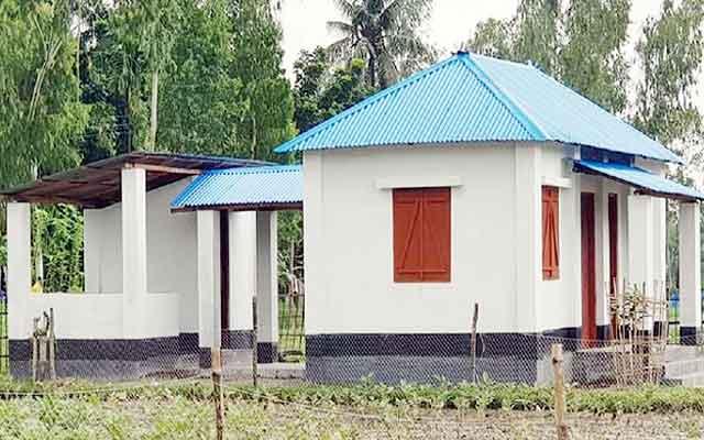 আজ ১১ হাজার গৃহহীন পাচ্ছেন দুর্যোগ সহনীয় ঘর