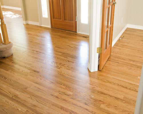 so sánh những ưu nhược điểm giữa sàn gỗ tự nhiên và sàn nhựa giả gỗ