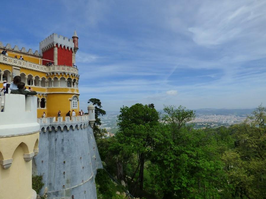 Vistas desde el Palacio de Pena, Lisboa al fondo