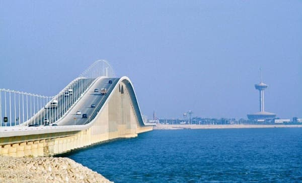 SAUDI WOMEN CAN DRIVE THROUGH KING FAHAD CAUSEWAY