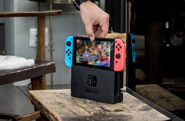 """بالفيديو: منصة Nintendo Switch """"تنجح"""" في اختبار قوة التحمل"""