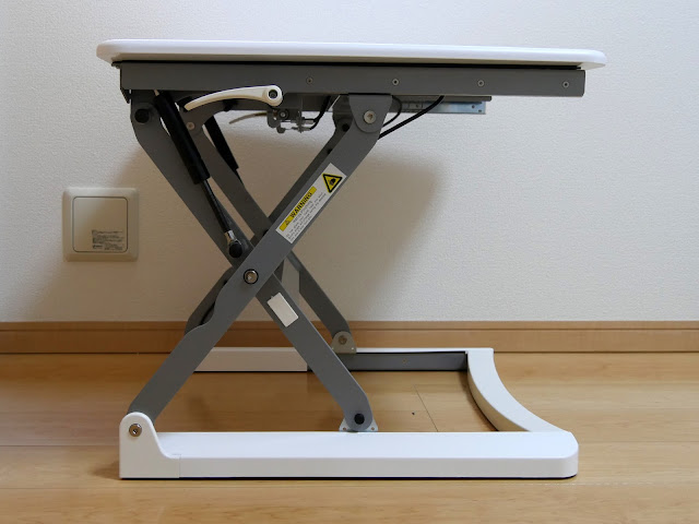 背筋がピン~!っと伸びて姿勢が良くなるスタンディングディスク。が昇降機能付き撮影台に大変身?Loctek 座位・立位両用スタンディングデスク