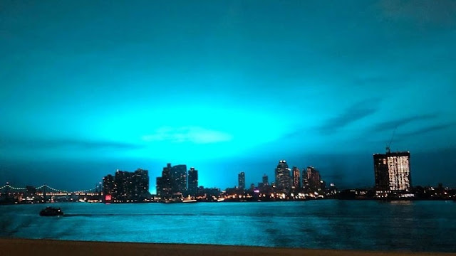 Η νύχτα έγινε... μπλε από έκρηξη στη Νέα Υόρκη (βίντεο)