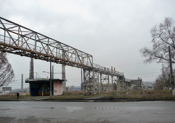 Константиновка. Все надземные переходы на территории заводов разрушены