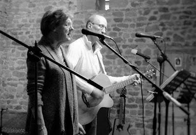 sing from the heart, singing, workshops, de tout coeur limousin, Creuse, group singing, health, wellbeing, singing lessons, singing workshops, singing holidays, France, Limousin, group activities, what's on, things to do, events, 23, 87, Haute Vienne, music, music making, Bette Midler, Cilla Black, Elbow, The Beatles, Buddy Holly, Joan Baez, folk, pop, rock, David Bowie,