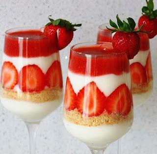 Copa de yogur y fresas