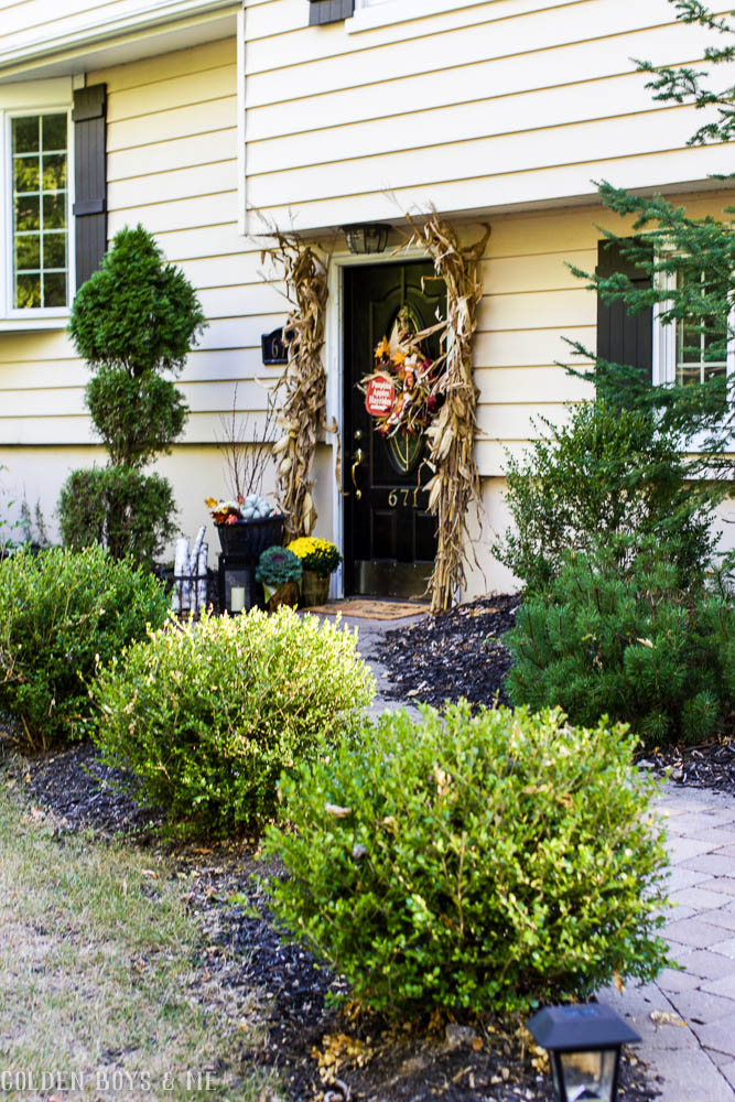 Front entry outdoor fall decor ideas with black front door