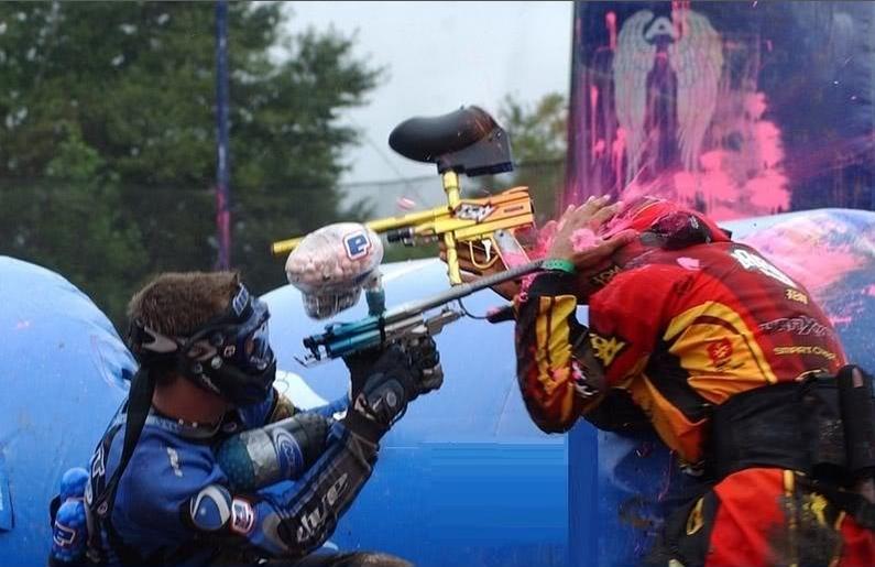 Resultado de imagen para disparan paintball contra tanquetas