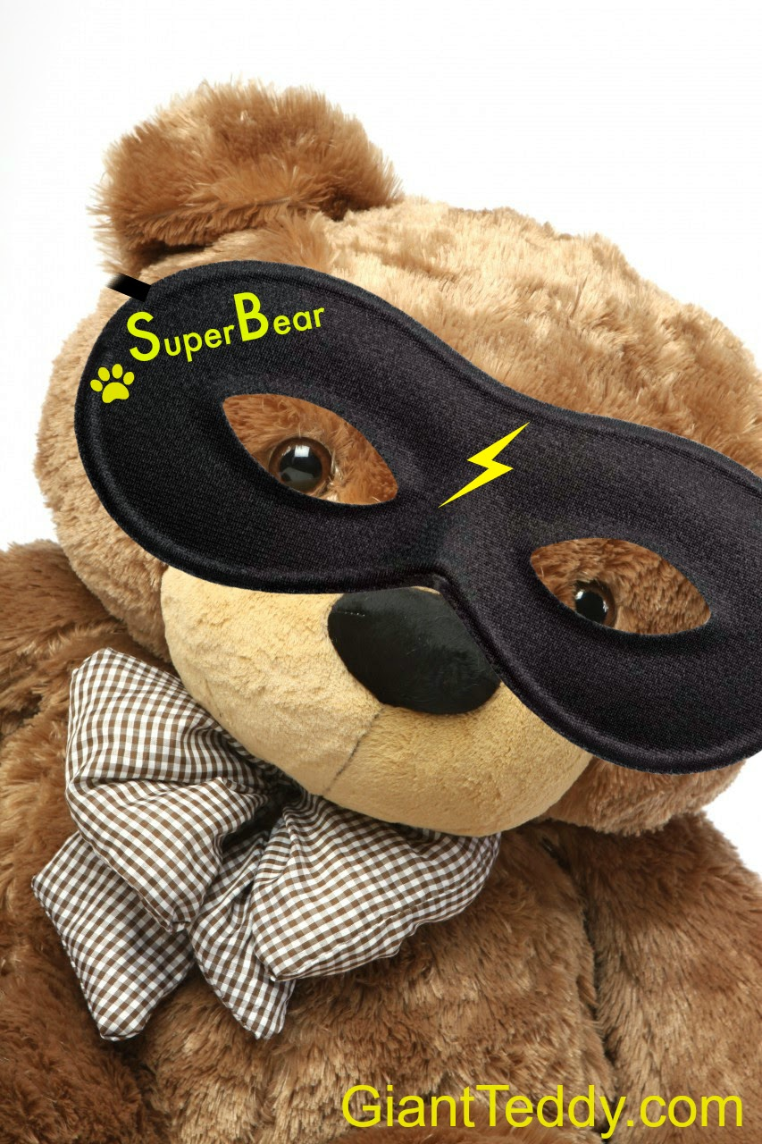 Super Bear, a mysterious Giant Teddy bear