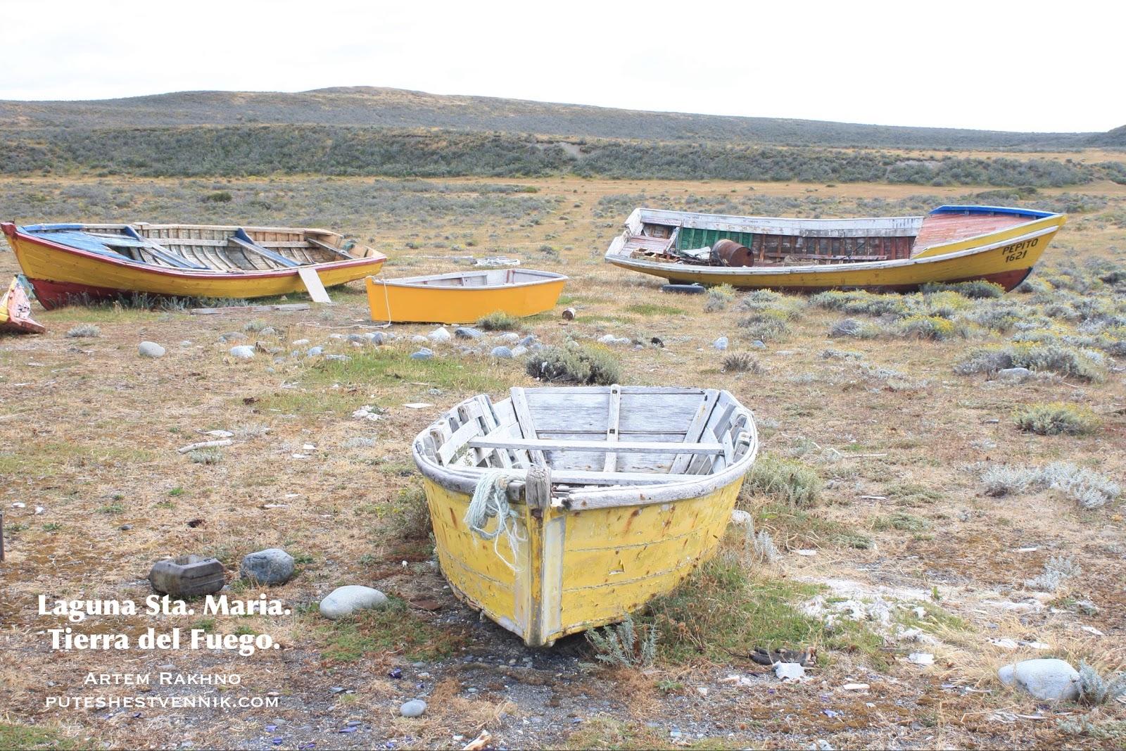 Четыре лодки на суше