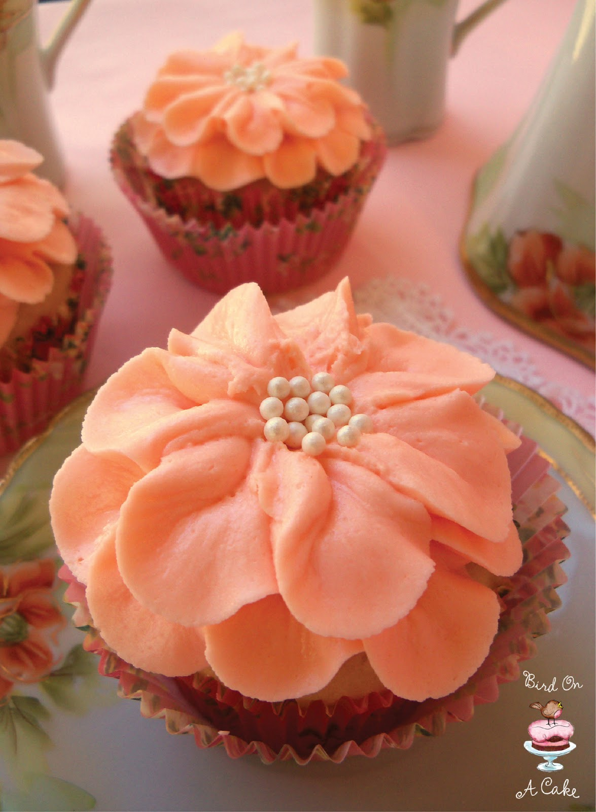Bird On A Cake: Pretty Flower Cupcakes for Mother's Day