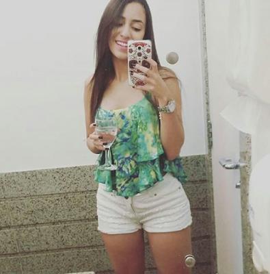 chica en pleno selfie