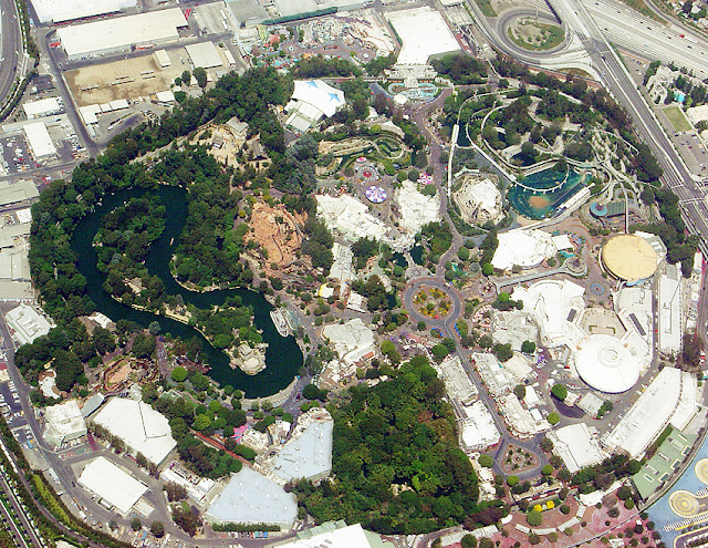 Aerial view of Disneyland, CA (creative commons: Horst Frank~commonswiki)