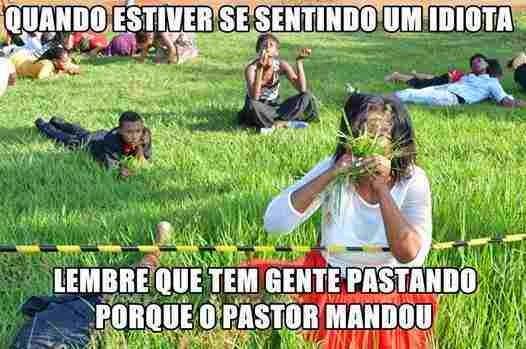 Resultado de imagem para evangélicos comendo grama