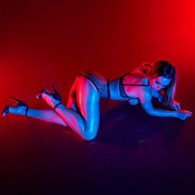 Fernanda Lacerda exibe curvas em ensaio para campanha de marca de lingerie. Foto: Guto Bordoni/RL Assessoria - Divulgação