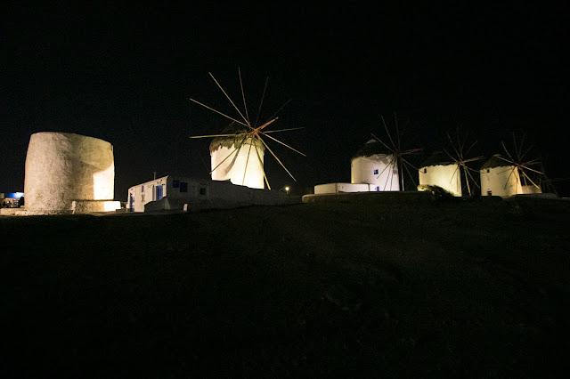 Mulini a vento-Mykonos town di notte-Mykonos