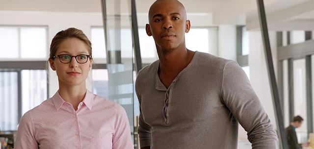 Kara (Melissa Benoist) şi James Olsen (Mehcad Brooks) în serialul Supergirl