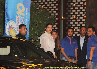 Bollywood Star Deepika Padukone at  party with the Mumbai Indians 07
