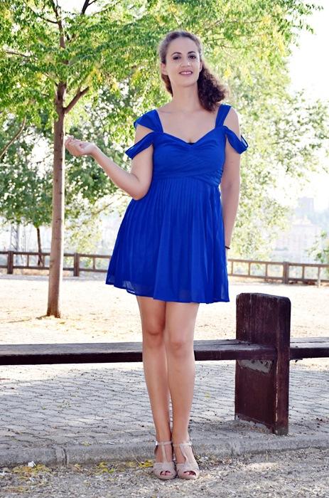 Outfit-Vestido-Azul-Corto-Fiesta-2