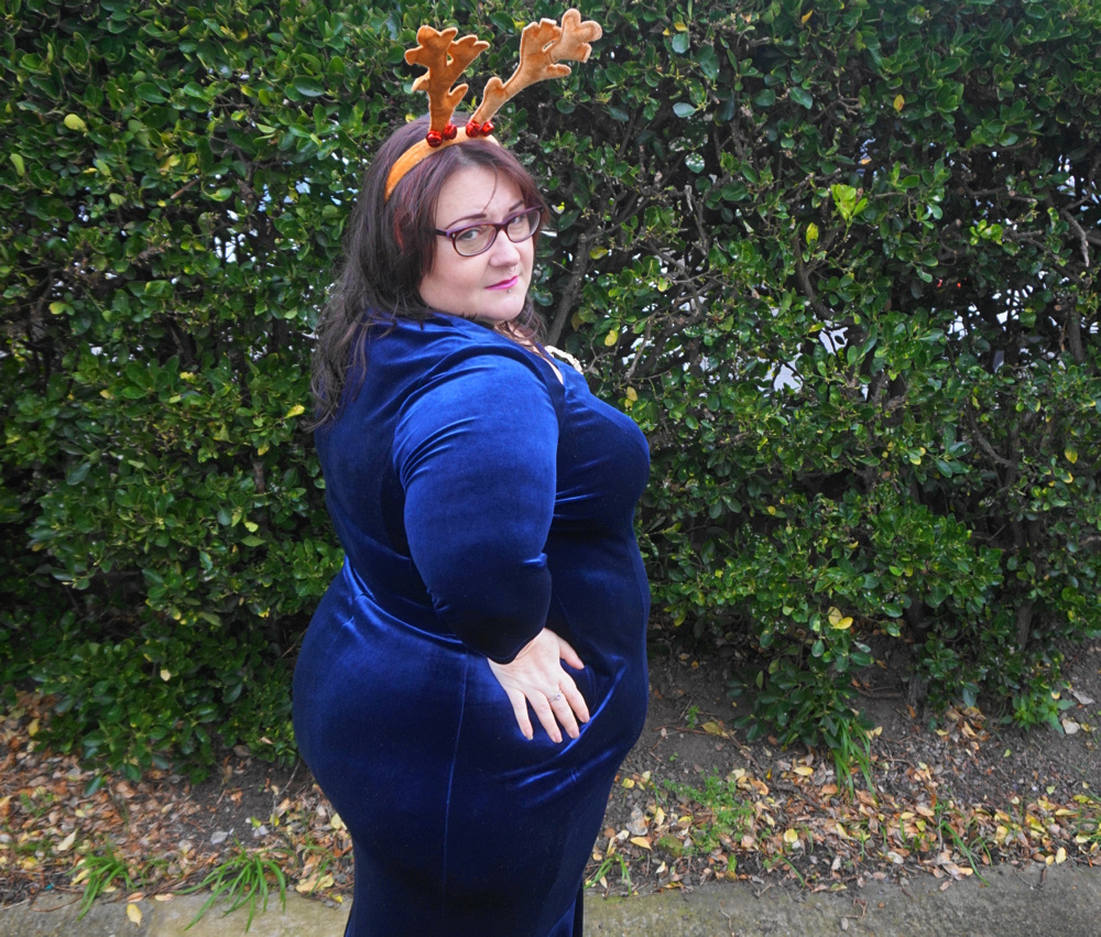 Scarlett and Jo Fishtail Velvet Maxi Dress in Midnight, deep navy plus size dress occasion dress Christmas dress, party dress, ball gown, white tie event, races, Ascot, award ceremony, plus size velvet dress