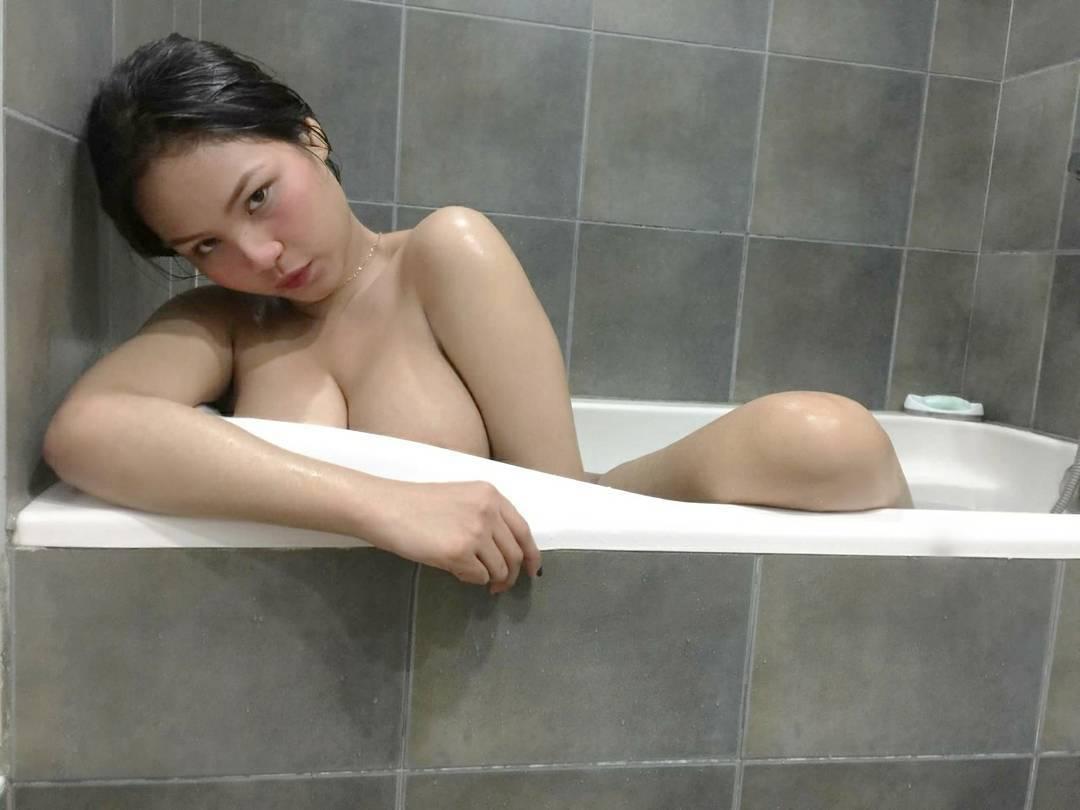 cristina maria ferrer sexy topless pics 04