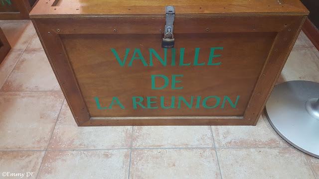 Vanilla production ~ Réunion by ©Emmy DE