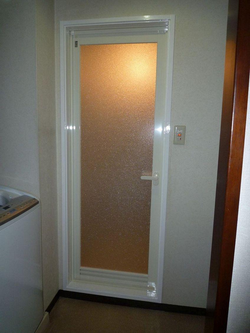 pintu aluminium kamar mandi 4