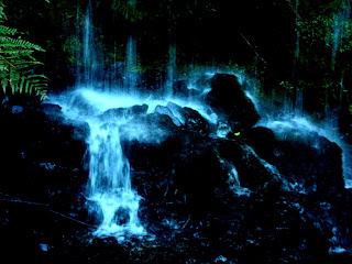 Queda d'água sobre as Pedras na Cascata do Puma, no Snow Valley, em São Joaquim