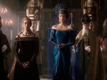 Ravenna e Emily lado a lado no velório do rei