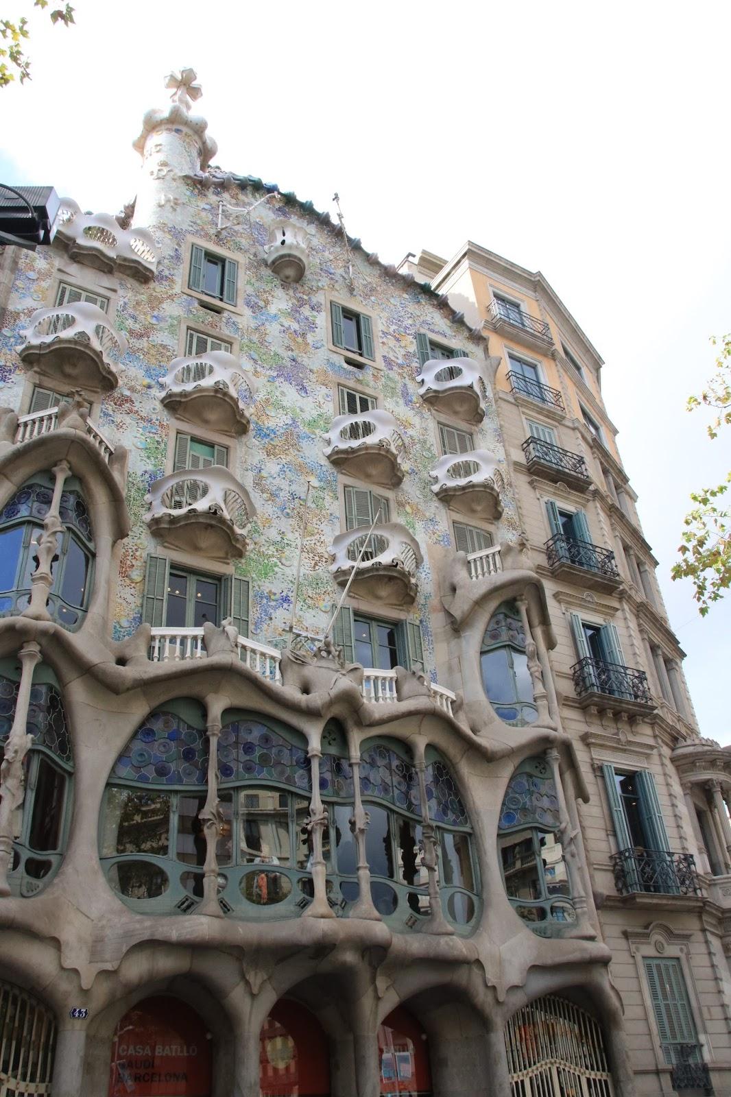 Barcellona itineraio tra il modernismo di Gaud  Viaggi e Delizie
