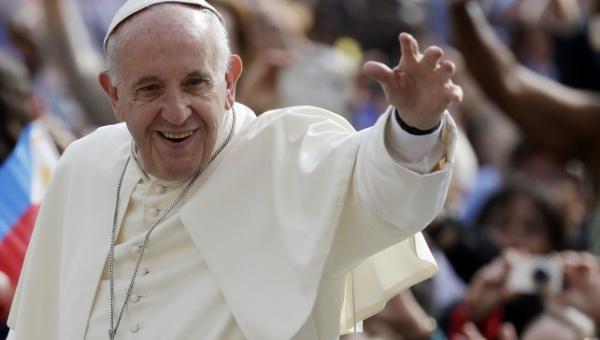 """Papa Francisco llama a los argentinos a """"ponerse la patria al hombro"""""""