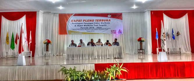 Komisi Pemilihan Umum (KPU) Kota Tual secara resmi menggelar Rapat Pleno Penetapan Adam Rahayaan dan Usman Tamnge sebagai Pasangan Walikota dan Wakil Walikota Tual Terpilih periode tahun 2018-20123 di Gedung LPTQ, Tual, Selasa (24/7).