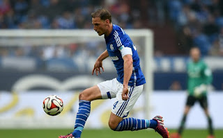 Benedikt Howedes rejects to offer to stay at Schalke