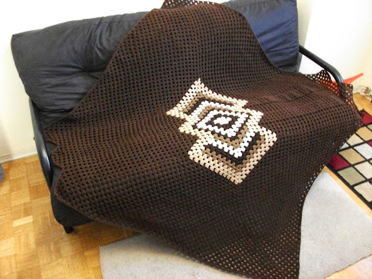 TRIANGULAR BLANKET